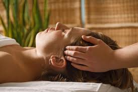 reiki treatment-hands on head